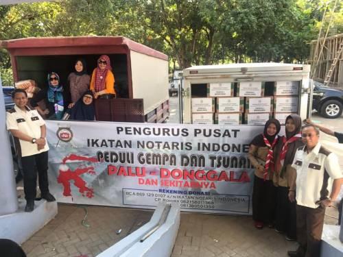 Penyerahan Sumbangan Tahap I Peduli Bencana Gempa bumi di Palu dan Donggala dari Rekan rekan Notaris, Pengwil dan Pengda